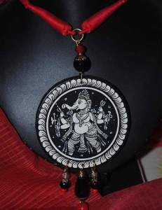 22814250_1688205764584164_2287531241493640007_n-231x300 Pattachitra Wooden Necklace - An exclusive collection by Vipakka