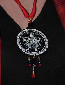 22815332_1688208644583876_5174402203271848395_n-231x300 Pattachitra Wooden Necklace - An exclusive collection by Vipakka