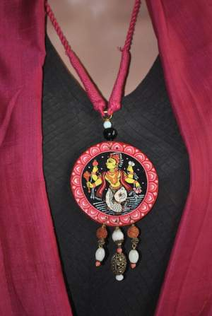 Vipakka_Handpainted-pattachitra-necklace-61-300x447 5 Amazing ways to style your Pattachitra Necklace  - Tradition meets Trend