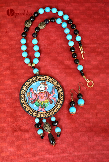 hand-painted wooden patachitra necklace 1
