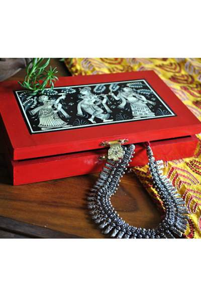 Vipakka-hand-painted-Jewelry-Box-pattachitra-art2-400x588 Hand Painted Jewelry Box - Vibrant Colors With Safe Storage for Your Jewelry