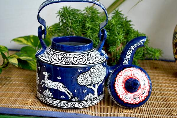 hand-painted-kettle-from-Vipakka-with-patachitra-art-22-600x403 Top Hand Painted Decorative Kettle Collections for a Trendy Living Room