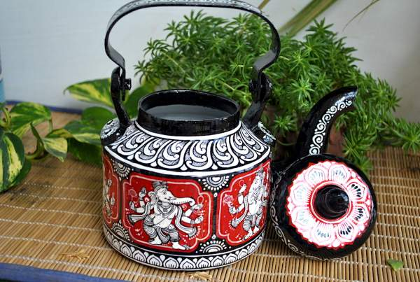 hand-painted-kettle-from-Vipakka-with-patachitra-art-32-600x403 Top Hand Painted Decorative Kettle Collections for a Trendy Living Room