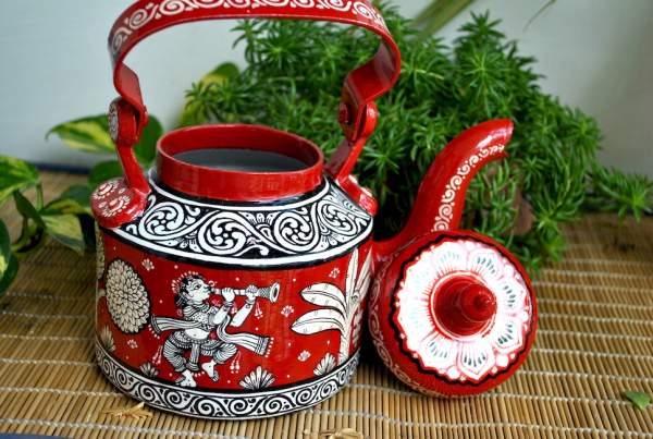 hand-painted-kettle-from-Vipakka-with-patachitra-art-52-600x403 Top Hand Painted Decorative Kettle Collections for a Trendy Living Room