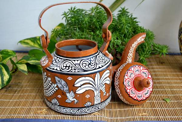 hand-painted-kettle-from-Vipakka-with-patachitra-art-62-600x403 Top Hand Painted Decorative Kettle Collections for a Trendy Living Room
