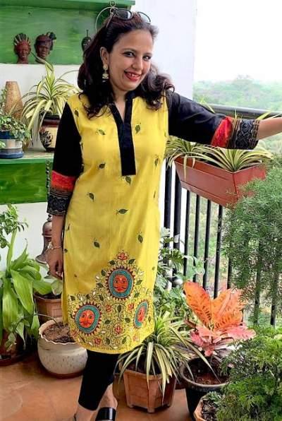 handpainted-patachitra-kurta_vipakka-7-400x596 Here's How Vipakka is Promoting Women Empowerment of Raghurajpur Village