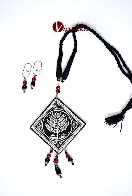 Hand-painted Wooden Patachitra Necklace with thread work - vn 1