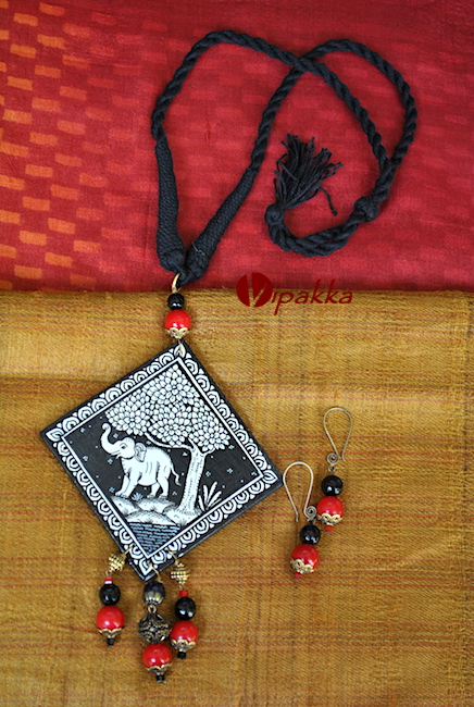 Hand-painted Wooden Pattachitra Necklace with thread work